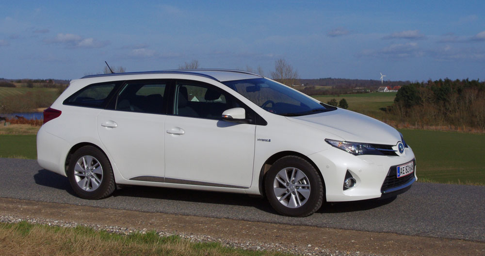 biltest toyota auris hybrid touring sports h2. Black Bedroom Furniture Sets. Home Design Ideas